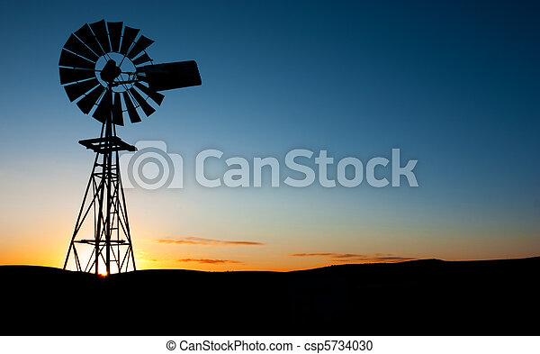 větrný mlýn, východ slunce - csp5734030