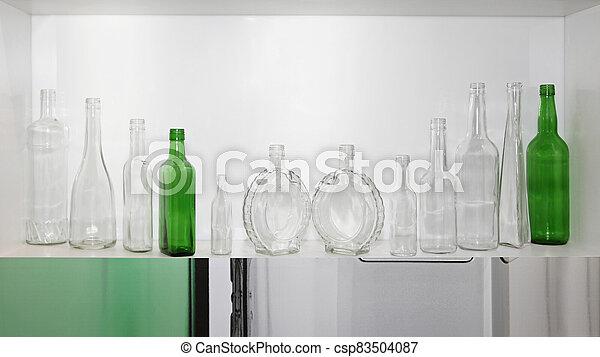 vacío, botellas - csp83504087