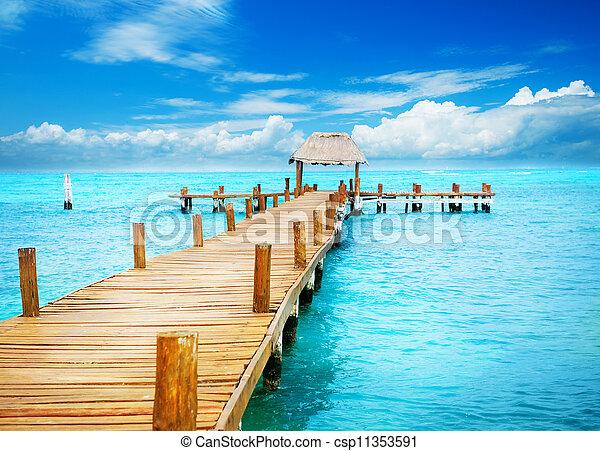 Vacation in Tropic Paradise. Jetty on Isla Mujeres, Mexico - csp11353591