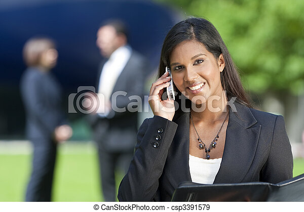 vacker kvinna, henne, ung, mobiltelefon, indisk, asiat - csp3391579