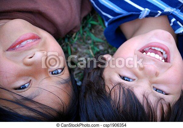 vacker, latinamerikanska barn - csp1906354