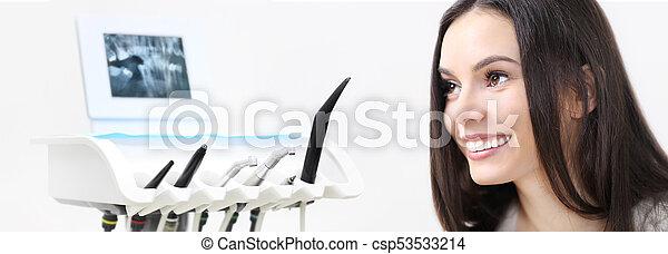 vacker, redskapen, kvinna, bakgrund, nät, begrepp, dental, klinik, tandläkare, tandläkare, mall, le, baner, omsorg - csp53533214