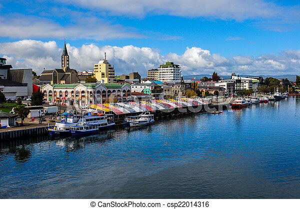 Valdivia junto al río, Chile - csp22014316