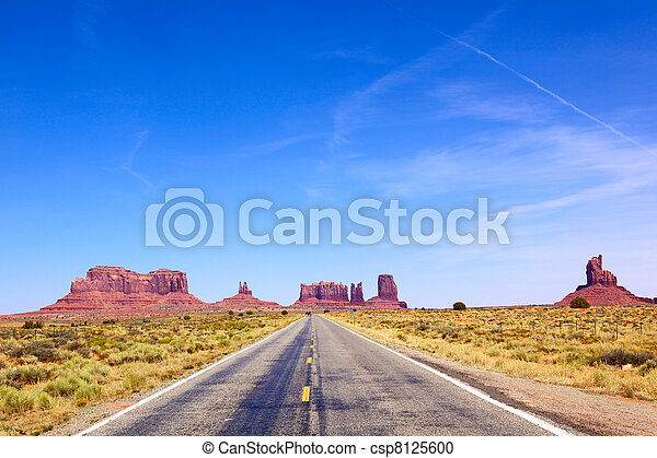 Camino a Monumento Valley - csp8125600