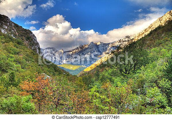 valle montagna - csp12777491