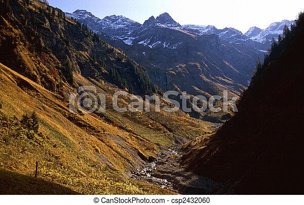 valle montagna - csp2432060