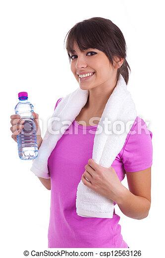 Una joven caucásica sosteniendo una botella de agua - csp12563126