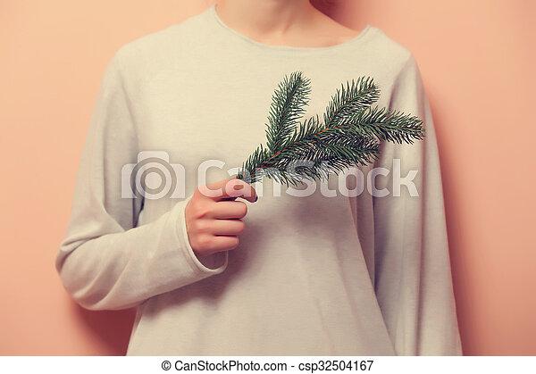 Una mujer sosteniendo una rama - csp32504167