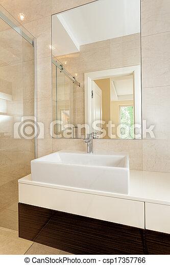 Un recipiente rectangular se hunde en el baño moderno - csp17357766