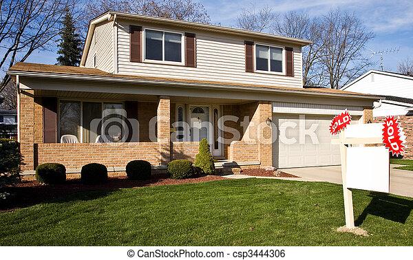vastgoed, woongebied, sold tekenen, voorkant, thuis - csp3444306