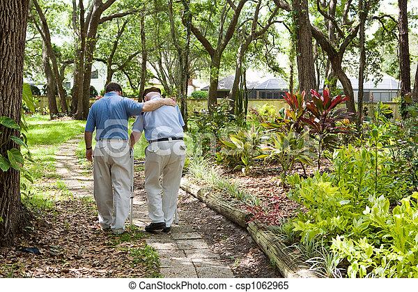 Ich gehe mit Dad spazieren - csp1062965