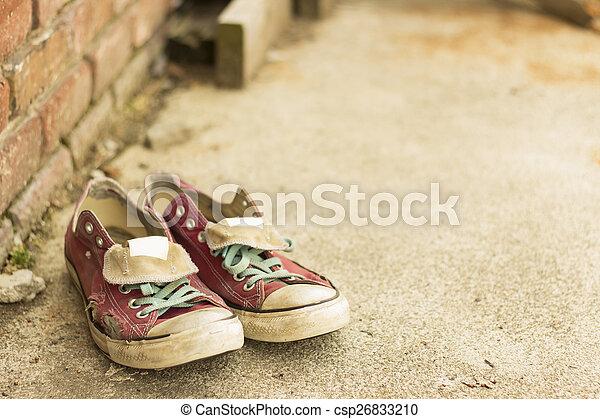 vecchie scarpe tennis, portato - csp26833210