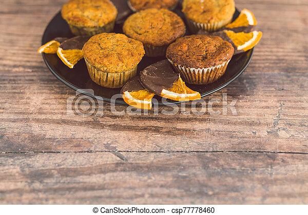 vegan, sombre, muffins, banane, chocolat a couvert, tranches, orange - csp77778460