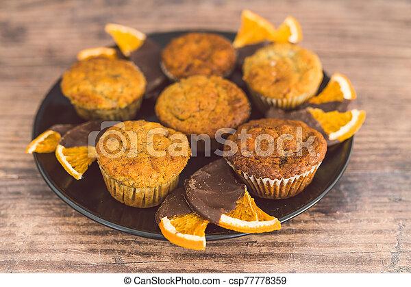 vegan, sombre, muffins, banane, chocolat a couvert, tranches, orange - csp77778359