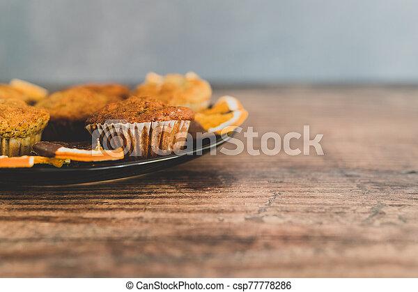 vegan, sombre, muffins, banane, chocolat a couvert, tranches, orange - csp77778286