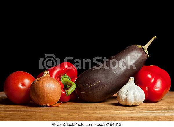 Berenjena y verduras - csp32194313