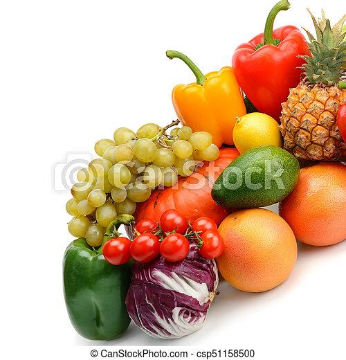 Fruta y vegetales aislados en blanco - csp51158500