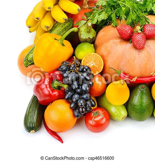 Fruta y vegetales aislados en fondo blanco - csp46516600