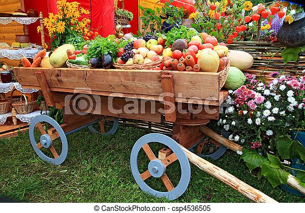 Vegetales en carro de feria - csp4536505