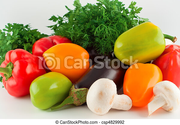 Verduras, pimienta, berenjenas, hongos, perejil, hinojo. - csp4829992