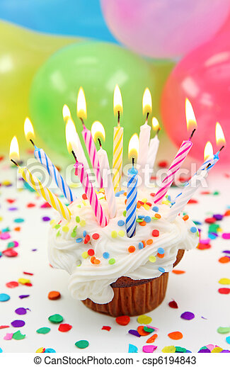 Velas de cumpleaños - csp6194843