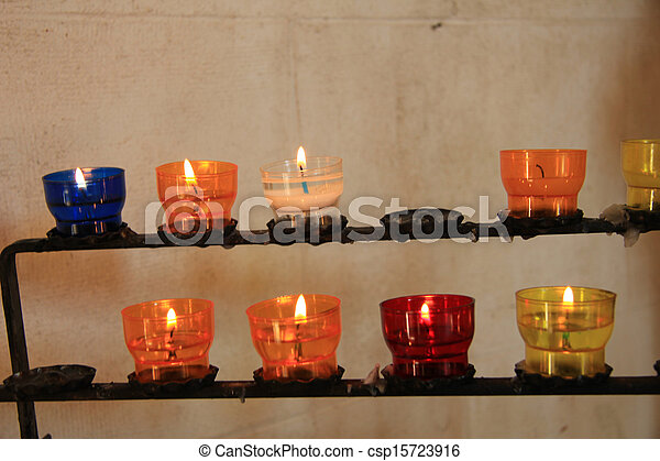 Velas vocales en una iglesia - csp15723916