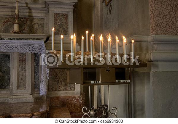 Velas en una iglesia - csp6934300