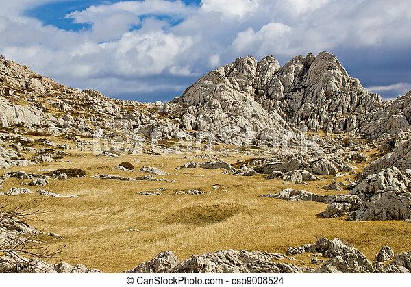 Un paisaje montañoso cerca del tulove grede - csp9008524
