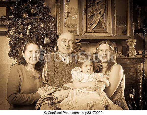 vendange, portrait, famille heureuse, noël - csp83179220