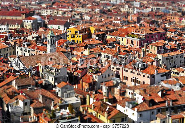 Los techos de Venecia, en Italia, con efecto de la lente de inclinación - csp13757228