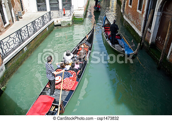 Gondolas venecianas - csp1473832