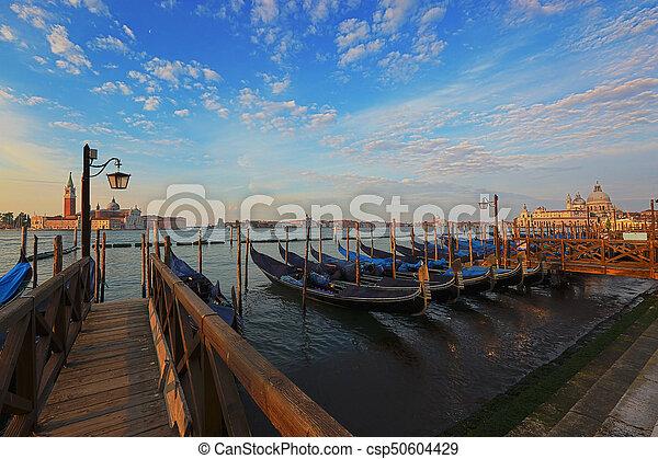 Gondolas venecianas al amanecer - csp50604429