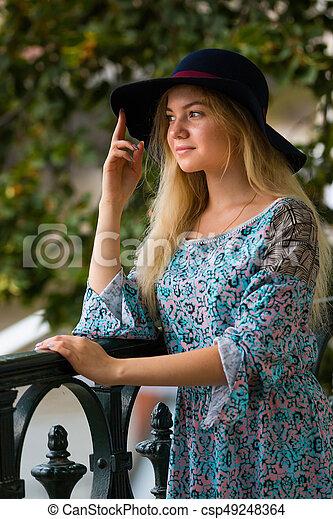 verão, dique, na moda, loura, retrato, menina, chapéu, dia - csp49248364