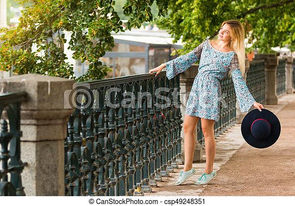 verão, dique, na moda, loura, retrato, menina, chapéu, dia - csp49248351