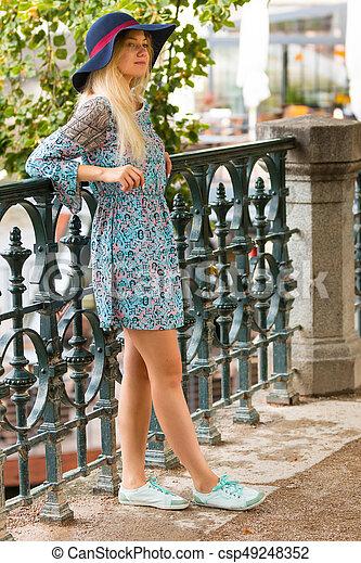 verão, dique, na moda, loura, retrato, menina, chapéu, dia - csp49248352