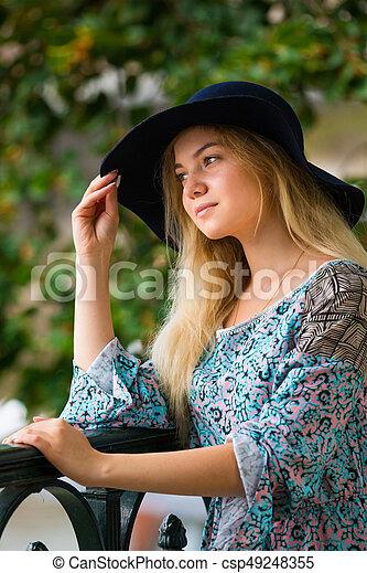verão, dique, na moda, loura, retrato, menina, chapéu, dia - csp49248355