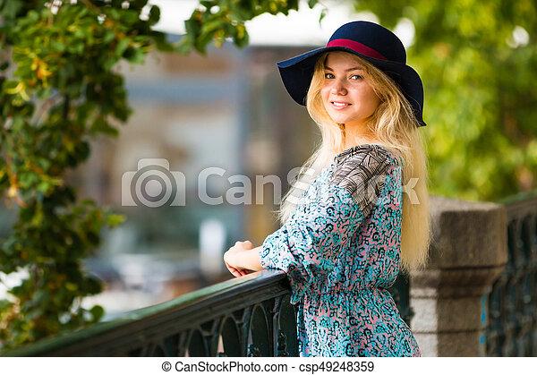 verão, dique, na moda, loura, retrato, menina, chapéu, dia - csp49248359
