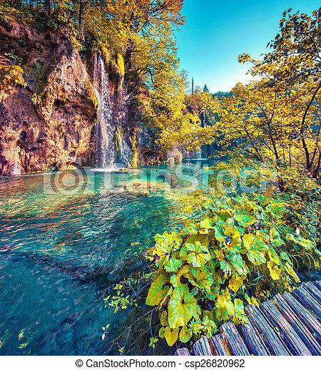Colorida mañana de verano en el parque nacional de lagos flexibles. - csp26820962