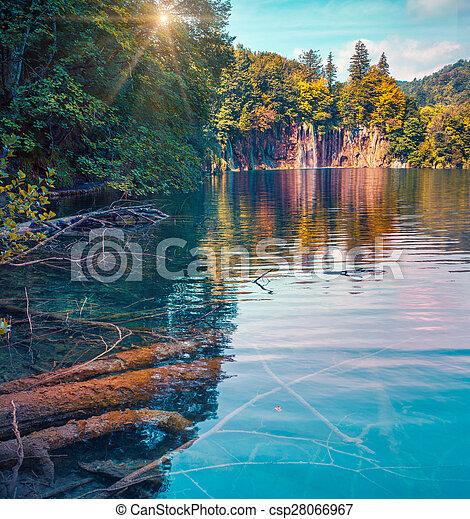 Colorida mañana de verano en el parque nacional de lagos flexibles. - csp28066967