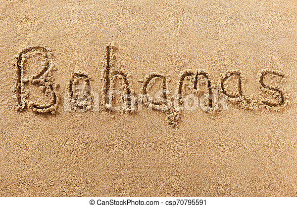 La playa de las Bahamas escribiendo un mensaje sobre el concepto de vacaciones de verano - csp70795591