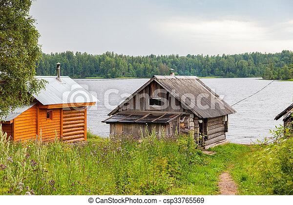 Banos Lago.Banos Tradicionales De Madera Rusa En La Orilla Del Lago En