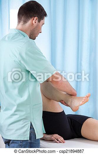 verbuiging, fysiotherapeut, knie - csp21894887