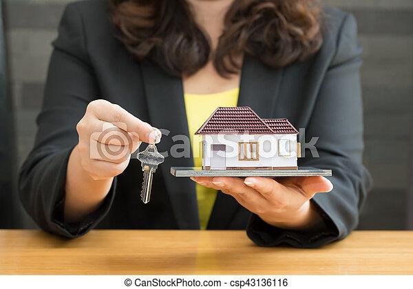prestamos casa de la mujer