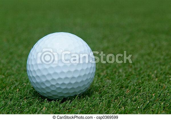 Bola de golf en verde - csp0369599