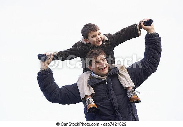 verdragend, schouders, zijn, vader, zoon - csp7421629