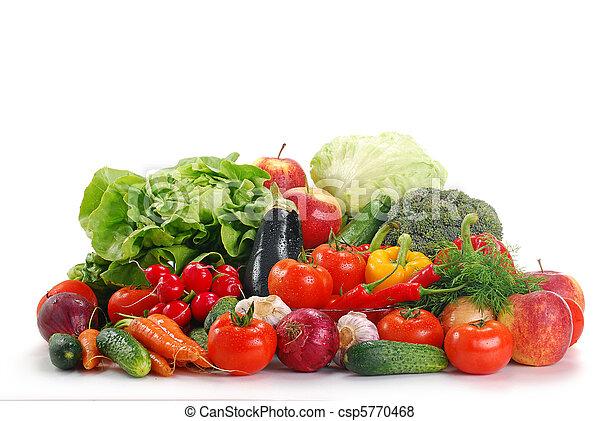 Vegetales crudos aislados en blanco - csp5770468