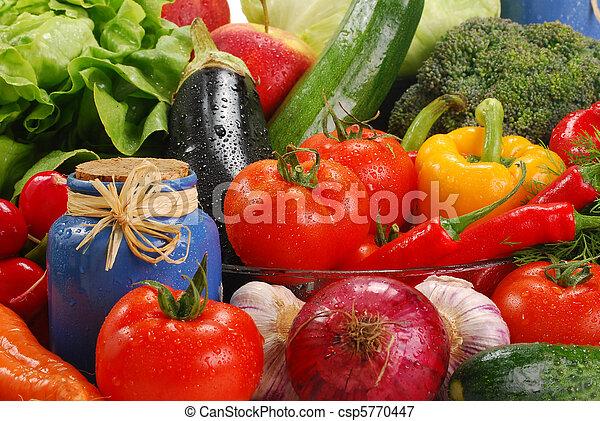 La variedad de las verduras crudas - csp5770447