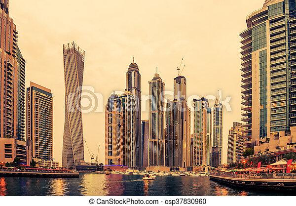 Dubai, vereint arabische Emirate: Marina im Sonnenuntergang - csp37830960