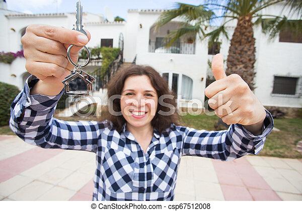 verklig, begrepp, egendom, stämm, hus, -, ung kvinna, färsk, främre del, hem, egenskap, lycklig - csp67512008