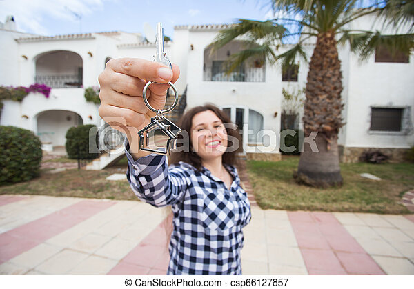 verklig, begrepp, egendom, stämm, hus, -, ung kvinna, färsk, främre del, hem, egenskap, lycklig - csp66127857